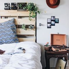 7 Attractive Tips AND Tricks: Minimalist Decor White Home Office minimalist home ideas subway tiles.Minimalist Interior Black Living Rooms minimalist home ideas subway tiles. Asian Home Decor, European Home Decor, Retro Home Decor, European Style, European Homes, Hipster Home Decor, Dream Bedroom, Home Bedroom, Bedroom Decor