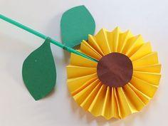 Bloemen knutselen - 15x prachtige bloemen maken. Spring Crafts For Kids, Paper Crafts For Kids, Preschool Crafts, Diy For Kids, Arts And Crafts, Diy Crafts, Paper Flowers For Kids, Diy Flowers, Crafts For Seniors