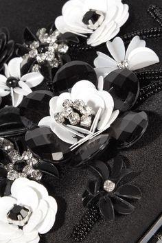 Oscar de la Renta - Saya Appliquéd Satin Clutch - Black - one size