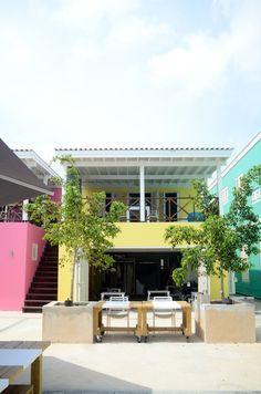 seaside courtyard of BijBlauw hotel where guests can enjoy a tasty homemade breakfast