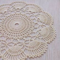 Даша @dasha.mikheeva, вот ещё салфеточка 😉 диаметр 26 см 👍🌼 #вязание #вяжутнетолькобабушки #вязаниекрючком #вязанаясалфетка #салфеткикрючком #салфеткакрючком #салфетка #крючок #крючком #crochet #knit #knitting #doily #crochetdoily