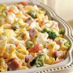 Veggie Noodle Ham Casserole Recipe- Recipes This saucy main dish is really quite versatile. Without the ham, it can be a vegetarian entree or a hearty side dish. Ham Dishes, Casserole Dishes, Pasta Dishes, Casserole Recipes, Food Dishes, Ham And Noodle Casserole, Leftover Ham Casserole, Veggie Casserole, Chicken Casserole