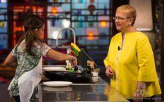 Lidia Bastianich passa a controllare il lavoro di Emanuela Lidia Bastianich, Cooking Competition, Talent Show, Sky, Italia, Heaven, Cook Off, Heavens