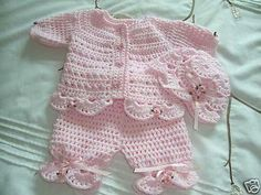 Today I teach you how to make this baby rompers to crochet. The size is 0 to 3 months but you can make it bigger in the video I leave a size of. Crochet Dress Girl, Baby Girl Crochet, Baby Blanket Crochet, Baby Sweater Patterns, Baby Knitting Patterns, Baby Patterns, Crochet Baby Sweaters, Crochet Baby Clothes, Baby Set