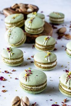 These are my Vegan Pistachio Macarons, made using the French method, filled with Vegan Pistachio Buttercream. Using pistachio flour in the shells. Vegan Macarons, Pistachio Macarons, Vanilla Macarons, Macaron Flavors, Macaron Cookies, Best Sweets, Cupcakes, Vegan Baking, Different Recipes