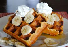 Недавно с удивлением осознала, что в блоге нет рецепта самых простых, бездрожжевых американских вафель на кислой пахте (buttermilk waffles...