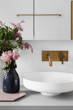 Brass faucet with white sink LOOKS INCREDIBLE & SO PRETTY, WITH THE BEAUTIFUL VASE, OF PINK FLOWERS! ♠️