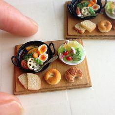 Vegetable curry 野菜カレープレートを作りました。 サラダには紅芯大根を添えました。 今日は新幹線のチケットを 取りに行きました。 新幹線は遅刻しないかドキドキします(笑) イベントまでもうすぐだなー。 いつもメッセージありがとうございます。みなさんからのメッセージで明日もがんばろうと思えています。 東京ドールハウスミニチュアショウ 6月17日(土)13時〜17時 18日(日)10時〜16時 東京都立産業貿易センター台東館7階展示室 ブース番号【I-10b】 入場料前売り券1200円当日券1500円2日間有効 前売りはチケットぴあにて発売中です。 本の販売も致します。 どうぞよろしくお願い致します。 #ミニチュア#樹脂粘土#ハンドメイド#ミニチュアフード #パン#ミニチュアショウ#ランチ#カレー#おいしい #カフェごはん #miniature#clay#handmade#miniaturefood#bread#lunch #curry#cafe #foodpics #instafood #foodphotography #yummy #yum #...
