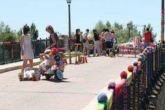 """El """"urban knitting"""" llena de color el Puente de Piedra - Zamora"""