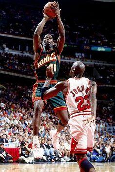 This photo was uploaded by nbacardDOTnet. Jeffrey Jordan, Jordan 23, Michael Jordan, Basketball Legends, Sports Basketball, 1996 Nba Finals, Basketball Highlights, Nba Season, Nba Stars