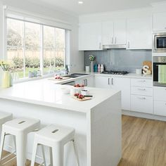 A simple yet modern kitchen design with gloss white kaboodle doors and cabinets! Small Modern Kitchens, Modern Kitchen Design, Beautiful Kitchens, Cool Kitchens, Kitchen Dinning, Kitchen Decor, Kaboodle Kitchen Bunnings, White Gloss Kitchen, New House Plans