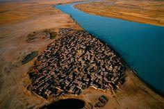 Village sur les rives du fleuve Niger, Mali