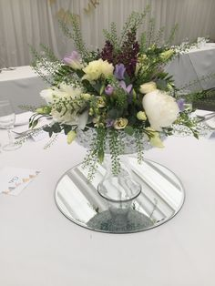 Charmant Low Centre Piece For The Fest Tables In Rustic Style