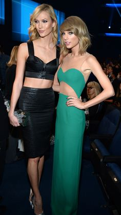 """runwayandbeauty: """" Karlie Kloss and Taylor Swift attend the Annual American Music Awards at the Nokia Theatre L. Live on November 2014 in Los Angeles, California. Taylor Swift Bikini, Taylor Swift Hot, Live Taylor, Karlie Kloss Taylor Swift, American Music Awards 2014, Taylor Swift Pictures, Green Dress, Fashion Models, Net Fashion"""