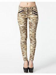 sale april 2014 Sweatpants, Skinny, Shorts, Fashion, Maison Scotch, Moda, Fashion Styles, Thin Skinny, Jumpsuits