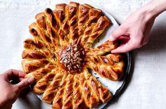 Originální slaný koláč ve tvaru slunce