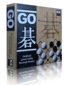 """Go 4000 yıllık geçmişe sahip """"strateji"""" oyunudur. Japonya'da Go'ya """"yalnızca"""" bir oyun gözüyle bakılmamış, bir yaşam felsefesi, bir yol haline gelmiştir. Go lüx versiyonu içinde özel Ahşap sehpası, Kitap ve orjinal Go taşları ile sunulmaktadır. Games, Box, Snare Drum, Gaming, Plays, Game, Toys"""