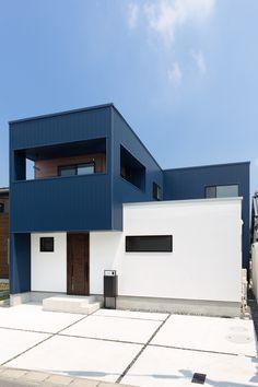 Japan Modern House, Modern House Design, Box Houses, House Paint Exterior, Loft, House Painting, Cladding, Wall Colors, Facade