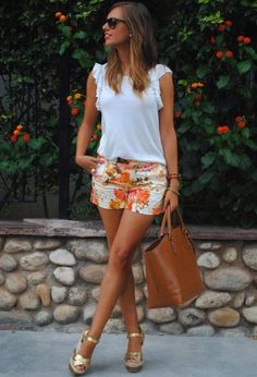 Wedges outfit, wedges and shorts, short outfits, summer outfits, casual . Summer Fashion Outfits, Summer Outfits Women, Short Outfits, Spring Summer Fashion, Spring Outfits, Cute Outfits, Shorts Outfits Women, Short Dresses, Girl Outfits