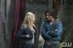 "THE 100 The 100 -- ""Unity Day"" -- Image: -- Pictured (L-R): Eliza Taylor as Clarke and Thomas McDonell as Finn -- Photo: Michael. The 100 Tv Series, The 100 Serie, The 100 Show, Clarke And Finn, Clarke The 100, Thomas Mcdonell, The 100 Season 1, Eliza Taylor, The Expendables"