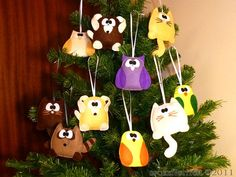 handmade felt ornaments! neat idea