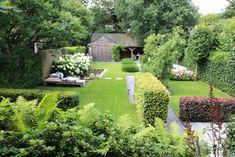 Herb Garden Design, Lawn And Garden, Small Back Gardens, Outdoor Garden Decor, Garden Buildings, House In The Woods, Hedges, Garden Inspiration, Backyard Landscaping