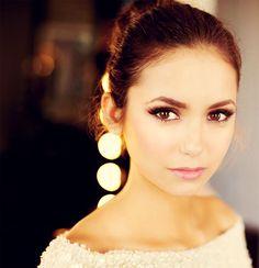 Nina Dobrev makeup for dark brown eyes