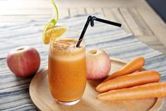 Carrot apple juice for a healthy diet Carrot Apple Juice, Juicing Benefits, Detox Soup, Meals For One, Healthy Drinks, Healthy Juices, Smoothie Recipes, Food And Drink, Yummy Food