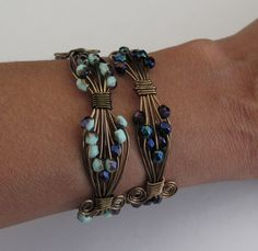 Wire and bead bracelet. tutorial site