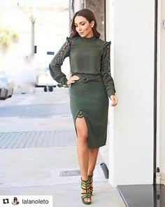 """4,567 Likes, 54 Comments - Blog Trend Alert (@arianecanovas) on Instagram: """"{Look todo @karmanioficial} Camisa de babados mais linda da vida com saia de botões! ❤️ Sandália…"""""""