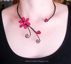 Wire necklase with nail polish by semeistvoadams.blogspot.com