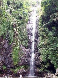 Air Terjun Kakek Bodo berada di ketinggian 850 m dpl dan memiliki terjunan air sekitar 40 m.  Air terjun ini berada di kawasan wisata Tretes di lereng Gunung Welirang di pegunungan Prigen, Jawa Timur. Ada tiga air terjun lainnya yang bisa ditemui dalam perjalanan lintas hutan di kawasan wisata andalan Jawa Timur itu, masing-masing adalah Air Terjun Alap-Alap dengan ketinggian 40 meter, Putuk Truno dengan ketinggian 45 meter, dan Sengguruh dengan ketinggian 30 meter.