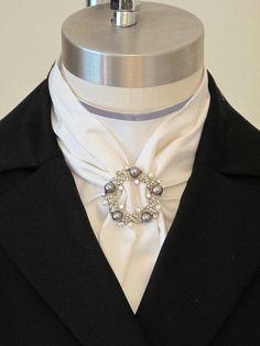 Perles et Roses Stock Tie Dickey - Voir la Hack Dressage côté selle Stock Tie Dickie avec perle et cristal bijou