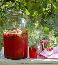 Himbeerlimonade - Sommer-Drinks ohne und mit Alkohol - [LIVING AT HOME]