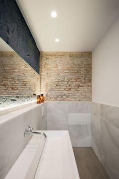 Bathroom. Apartment Musico Iturbi by Roberto di Donato Architecture. Photograph © Joao Morgado