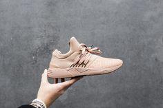 Een groot welkom voor ons nieuwe sneaker merk ARKK Copenhagen! #Arkk #Idenza #sneaker #sneakerlove #shoes #photography