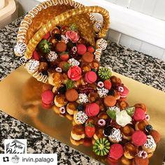 #Repost @irvin.palago (@get_repost)  Pièce montée du jour panier renversée de choux macarons et fruits  #piecemontee #nougatine #choux #patisserie #pastry #pastrylove #macaron #fruit #roses #panier #framboise #chocolat #kiwi #bakelikeaproyoutube Fruit Birthday Cake, Fruit Wedding Cake, Dessert Bar Wedding, Croquembouche, Cakepops, Profiteroles, Eclairs, Pasta Choux, Churros