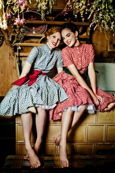 A sub for dirndls and the women who wear them. A dirndl is a type of traditional dress worn in Germany, especially Bavaria; Retro Fashion, Vintage Fashion, Womens Fashion, Pretty Dresses, Beautiful Dresses, Beautiful Clothes, Vintage Dresses, Vintage Outfits, Floral Dresses