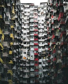 Hotels-live.com/pages/sejours-pas-chers - How Many Windows? Hong Kong photo by @vibesart #awesomedreamplaces Hotels-live.com via https://www.instagram.com/p/BFpL8kKlNtA/