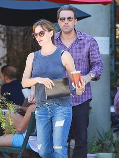 Lovahs Ben Affleck 'n' Jennifer Garner stepped out for a beverage in shady style! Aviators for him and cat-eyes for her!