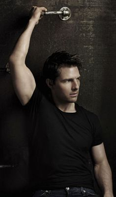 Tom Cruise look at that arm!!!!!!