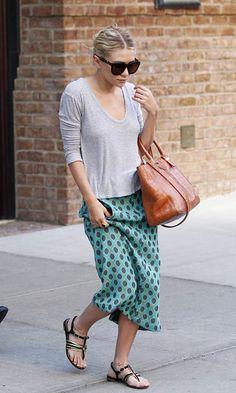 17 Of Mary Kate & Ashley Olsen's Best Summer Skirt Looks // oversized sunglasses, grey tee, polka-dot midi & sandals #style #fashion #olsentwins