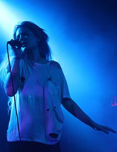HALSEY<everything is blue...