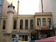 Hüsrev Gerede Caddesi üzerindedir. Hoca Mehmet Raif Ağa tarafından 1876 tarihinde yaptırılmıştır. İclaliye Mescidi ismiyle de anılır. Caminin altında cami ile aynı zamanda yapılmış bir çeşme bulunmaktadır ve üzerindeki kitabe şöyledir;