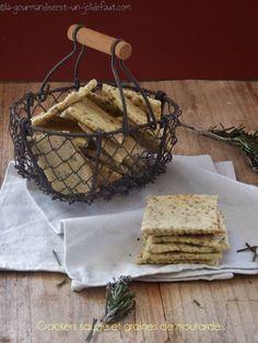 Vous vous souvenez de mes petits crackers au sésame et au seigle? J'ai récidivé, cette fois en les aromatisant à la sauge et aux graines de moutarde, ils sont parfait pour l'apéro mais aussi pour les ptit creux intempestifs, je crois que je vais en faire...