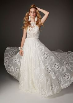 Rue de Seine designs beautiful chic wedding gowns and bridal dresses for the modern bride inspired by the romance of the Rue de Seine, Paris and sold… 2016 Wedding Dresses, Boho Wedding Dress, Chic Wedding, Bridal Dresses, Wedding Gowns, Dresses 2016, 2017 Wedding, Lace Dresses, Wedding Pics