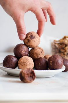 The batter is always the best part, which is why Healthy Raw Brownie Bites make the perfect dessert! They're bite-sized made from a no-bake recipe that uses healthy ingredients and is ready in just 10 minutes. Raw Vegan Desserts, Healthy Desserts, Easy Desserts, Dinner Healthy, Healthy Food, Baking Recipes, Whole Food Recipes, Snack Recipes, Dessert Recipes