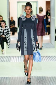 The complete Prada Fall 2015 Ready-to-Wear fashion show now on Vogue Runway. Runway Fashion, High Fashion, Fashion Show, Womens Fashion, Fashion Design, Milan Fashion, Fashion Fashion, Style Haute Couture, 2015 Fashion Trends