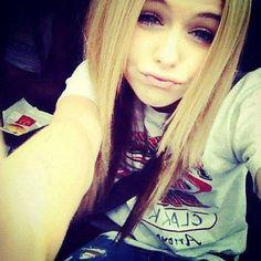 Acacia Clark : <3 Jeune Adolescente d'environ 18 ans . Elle est Australienne <3. Une des plus belles femmes du monde elle nous éblouie . <3