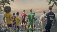 """Com Cristiano Ronaldo, Neymar Jr., David Luiz, Rooney, Zlatan, Iniesta e outros.  """"O Último jogo"""" é a história do futebol de risco contra o futebol seguro."""
